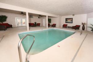 Serenity Mountain Pool Lodge - Nine Bedroom, Prázdninové domy  Sevierville - big - 11