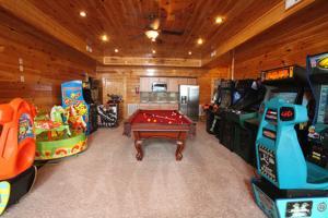 Serenity Mountain Pool Lodge - Nine Bedroom, Prázdninové domy  Sevierville - big - 9
