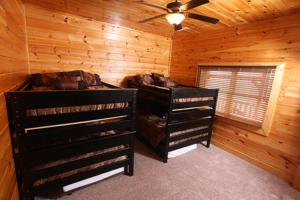 Serenity Mountain Pool Lodge - Nine Bedroom, Prázdninové domy  Sevierville - big - 4