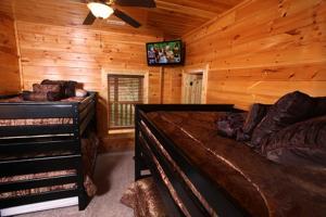 Serenity Mountain Pool Lodge - Nine Bedroom, Prázdninové domy  Sevierville - big - 2