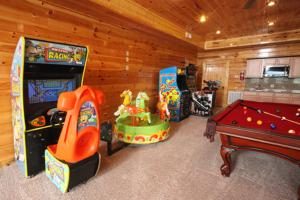 Serenity Mountain Pool Lodge - Nine Bedroom, Prázdninové domy  Sevierville - big - 26