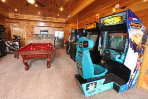 Serenity Mountain Pool Lodge - Nine Bedroom, Prázdninové domy  Sevierville - big - 28