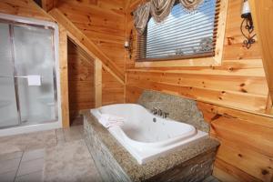 Serenity Mountain Pool Lodge - Nine Bedroom, Prázdninové domy  Sevierville - big - 31