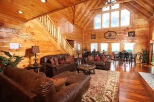 Serenity Mountain Pool Lodge - Nine Bedroom, Prázdninové domy  Sevierville - big - 38