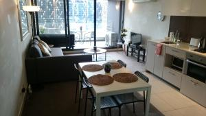 The Emonér in Melbourne's CBD, Apartmány  Melbourne - big - 5