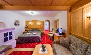 Alpen Hotel Corona, Hotely  Vigo di Fassa - big - 40
