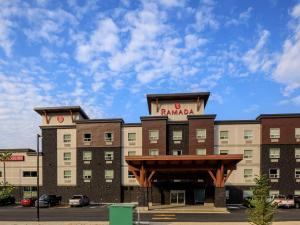 Ramada by Wyndham Revelstoke - Hotel