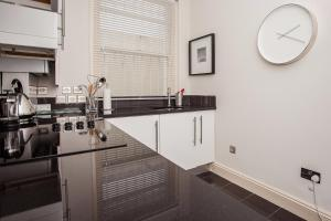 Delightful 2BD Apartment In The Heart Of Pimlico, Apartmány  Londýn - big - 25