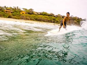Experiencia Surf Camp, Хостелы  Пуэрто-Эскондидо - big - 43