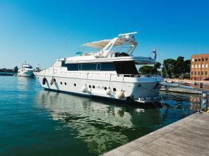 Yacht Diva - Isola della Certosa