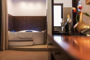 Hotel Flora, Hotels  Noto - big - 39