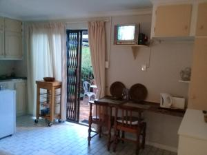 A1 Kynaston Accommodation, Bed and Breakfasts  Jeffreys Bay - big - 197