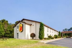 Super 8 by Wyndham Grayling, Hotels  Grayling - big - 34