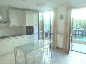 Casa Vacanze Marone - AbcAlberghi.com