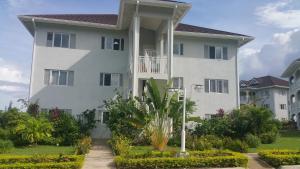 Ocho Rios Apartment at Fern Court - Richmond