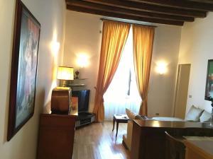 SUITE bedroom living room