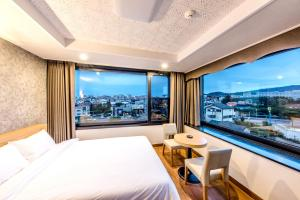 Double Room with Mountain View Leslie Hotel
