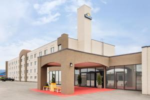 Days Inn by Wyndham Cranbrook Conference Centre - Hotel - Cranbrook