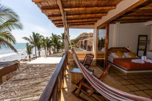Casa de Playa Bungalows & Restaurant, Hotels  Máncora - big - 1