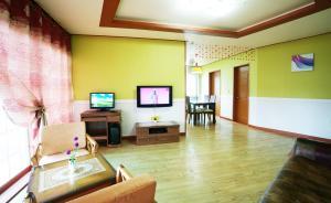 Jeju Dioville Pension, Дома для отпуска  Согвипхо - big - 33