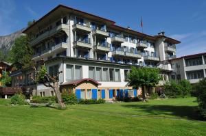 Parkhotel Bellevue - Hotel - Lenk