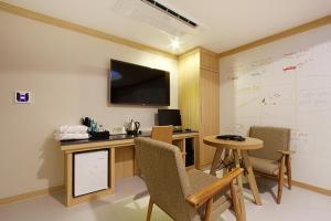 Suwon Orsay Business Hotel, Hotely  Suwon - big - 99