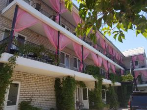Отель Фламинго, Железный Порт