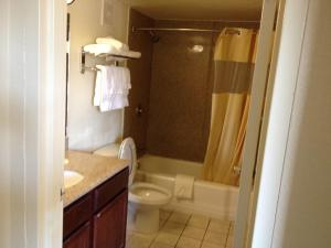 Econo Lodge Inn & Suites Tyler, Отели  Tyler - big - 10
