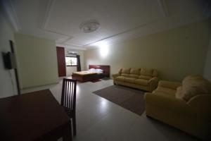 Hotel Mirambeau, Отели  Ломе - big - 29