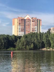 Shikarnyie apartamienty na 15 etazhie s vidom na rieku - Malaya Krivoshchëkova