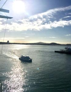 Decadent 1BR Waterfront Apartment - Auckland