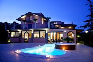 Queen Hotel - AbcAlberghi.com