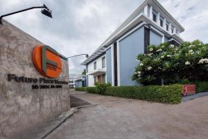 Future Place Mansion - Warin Chamrap