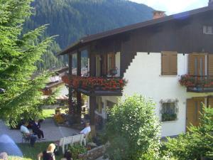 Mountain Chalet Cime d'Auta Dolomiti - AbcAlberghi.com