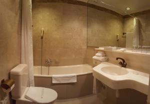 Hotel Fleur-de-Lys, Отели  Ла-Шо-де-Фон - big - 18