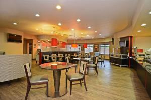 Best Western Premier Crown Chase Inn & Suites, Hotels  Denton - big - 128