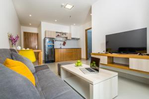 HB+ Hotel & Apartment