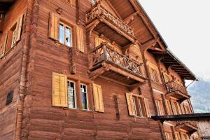 Alpina Lodge Bed & Breakfast - Hotel - Tschiertschen