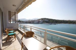 Chalkida Seafront Apartment - Nerotriviá