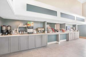 Hawthorn Suites by Wyndham Manchester Hartford, Hotels  Manchester - big - 14
