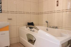 Mountain's View Hotel, Отели типа «постель и завтрак»  Бужумбура - big - 3