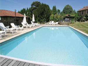Holiday Home Moissannes with Lake View 02 - Le Chatenet-en-Dognon