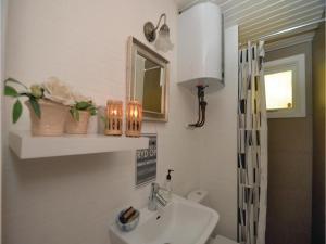 Three-Bedroom Holiday Home in Vaggerlose, Dovolenkové domy  Bøtø By - big - 10