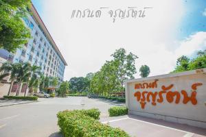 Auberges de jeunesse - Grand Charoonrat Apartment