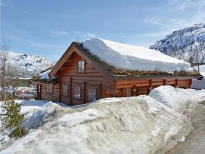 Four-Bedroom Holiday home with Sea View in Hovden