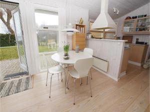 Two-Bedroom Holiday home Vejstrup with Sea View 08, Nyaralók  Vejstrup - big - 8