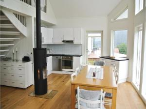 Four-Bedroom Holiday Home in Farsund, Ferienhäuser  Farsund - big - 16