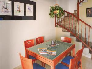 Three-Bedroom Holiday Home in Miami Playa, Holiday homes  Miami Platja - big - 2