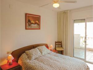 Three-Bedroom Holiday Home in Miami Playa, Holiday homes  Miami Platja - big - 11