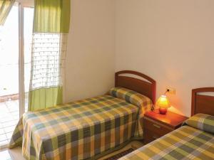 Three-Bedroom Holiday Home in Miami Playa, Holiday homes  Miami Platja - big - 13